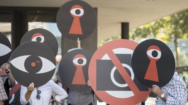 L'opposition grandit contre la surveillance des assurés.