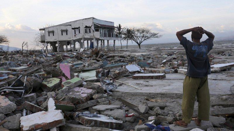 Indonésie: le bilan du séisme se monte à 1763 morts, les recherches de victimes s'arrêteront jeudi