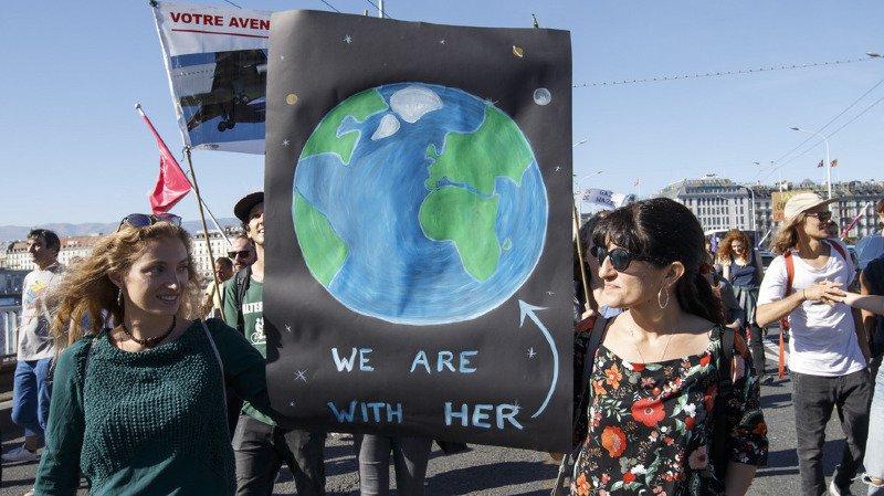 Genève: plusieurs milliers de personnes manifestent contre le réchauffement climatique