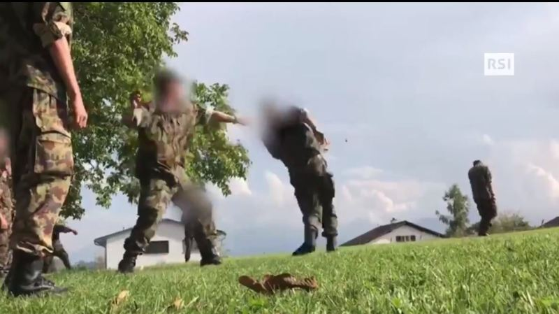 Armée suisse: une recrue tessinoise se fait maltraiter par des collègues, enquête ouverte par la justice militaire