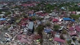 Indonésie:  images impressionnantes des dégâts après le tsunami