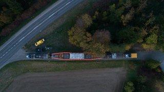 Un convoi exceptionnel de 68 mètres de long traverse la Suisse romande