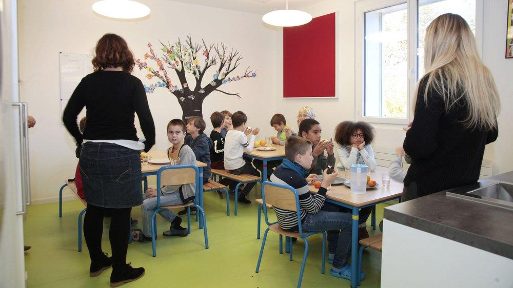 A Rolle, à l'UAPE Arc-en-Ciel, la directrice s'inquiète de voir disparaître un encadrement de qualité pour les enfants.