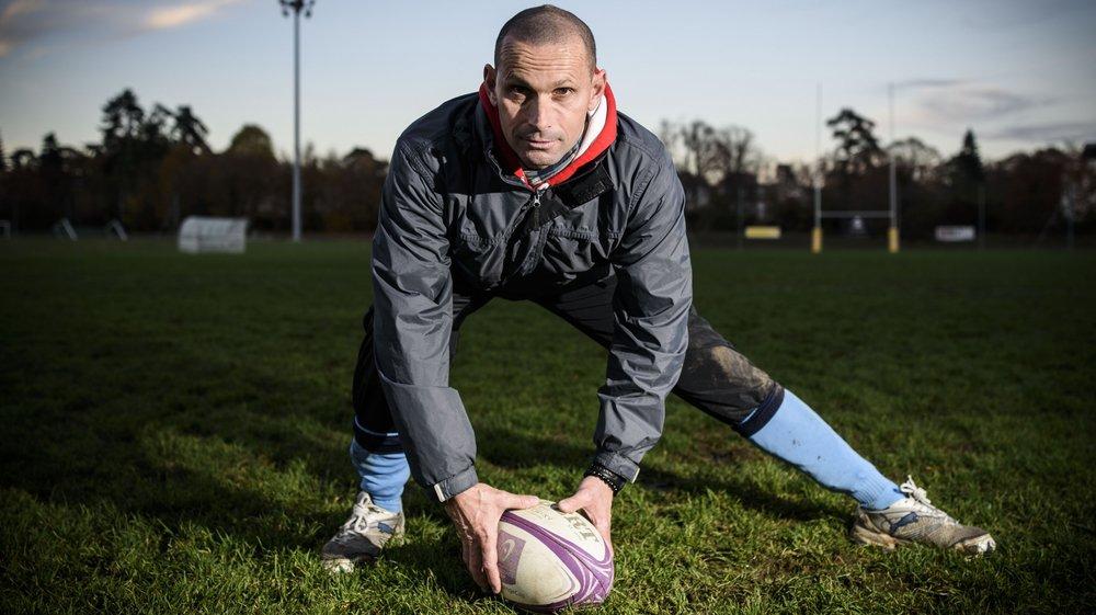 Originaire de la région toulousaine, l'entraîneur des trois-quarts nyonnais côtoie le rugby suisse depuis 25 ans.