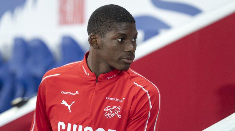 Blessé au pied, l'attaquant suisse ne disputera pas les deux matchs de l'équipe nationale cette semaine.