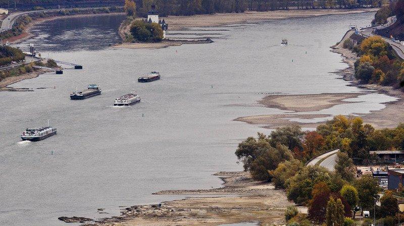 Faible niveau du Rhin à Bâle: la Confédération libère des réserves de diesel et d'essence