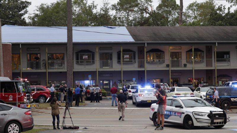 L'une des victimes a été frappée avec l'arme à feu, selon la police.