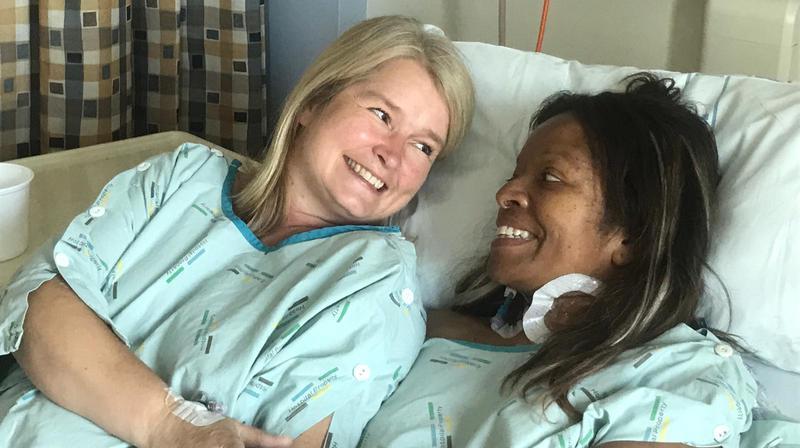 La Glandoise Elin Larsen Glen (à g.) et son amie Catherine, après l'opération.