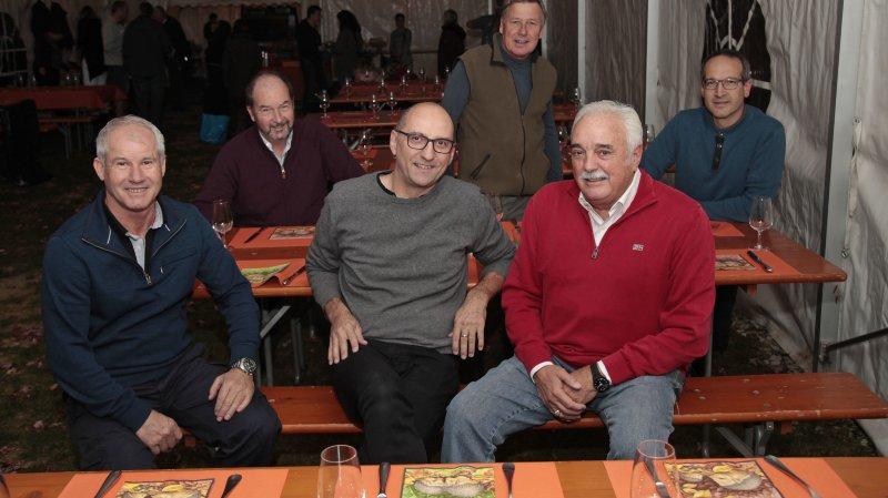 De gauche à droite: Seza Asani, employé communal, le syndic de Bursinel Pierre Burnier, et les municipaux Laurent Crampon, Eric George, Claude Gallay et Regis Widmer.