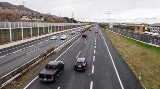 A1: des piétons sur l'autoroute entre Gland et Rolle
