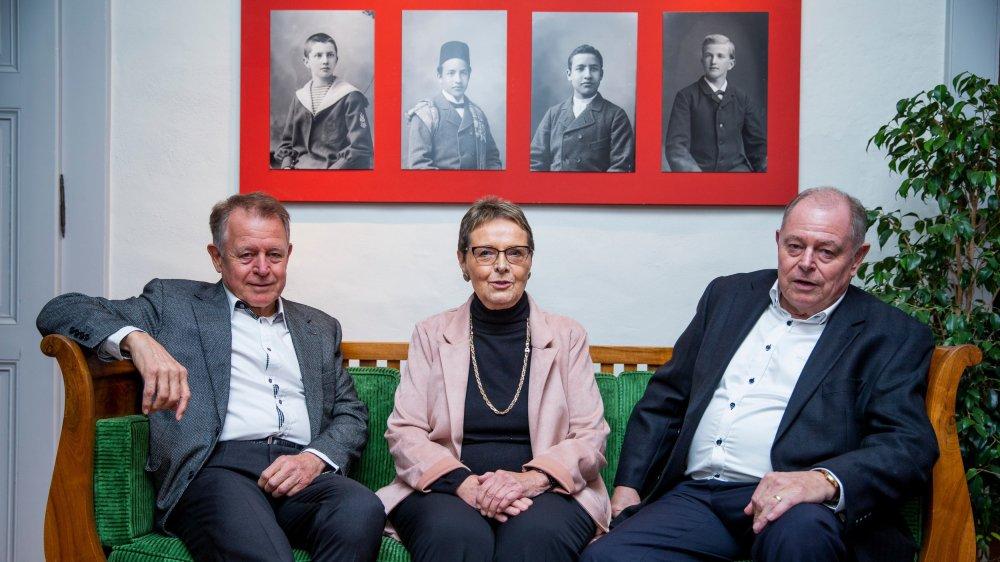 Thierry Perrin, Madeleine Forel et Christian Perrin n'ont pas dissimulé leur émotion d'être honoré du mérite citoyen de leur ville.