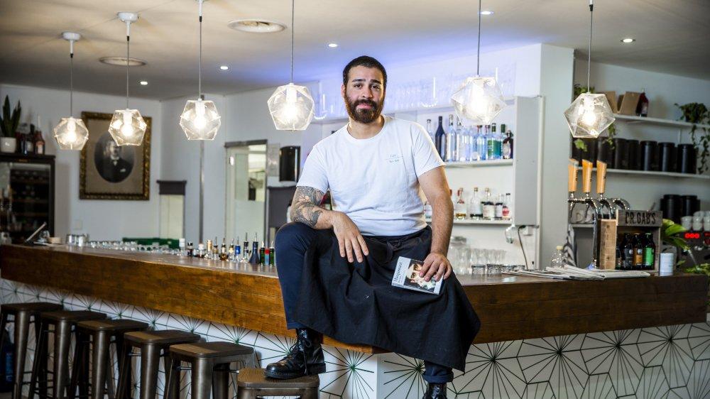 Claudio Moraga est l'un des deux gérants du café-restaurant Bel-Ami.