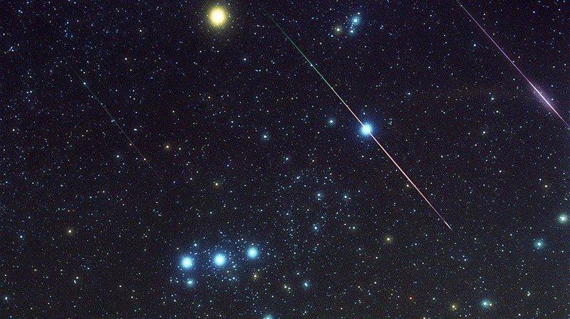 Les Léonides peuvent être observées chaque année en novembre, avec un pic d'activité dans la nuit du 17 au 18 du mois. En 2001, le phénomène avait été photographié à Linville, en Caroline du Nord.