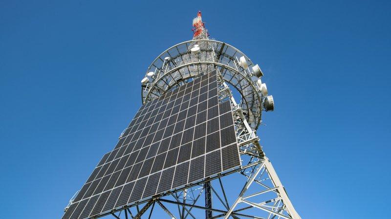 L'antenne de la Barillette équipée de panneaux photovoltaïques