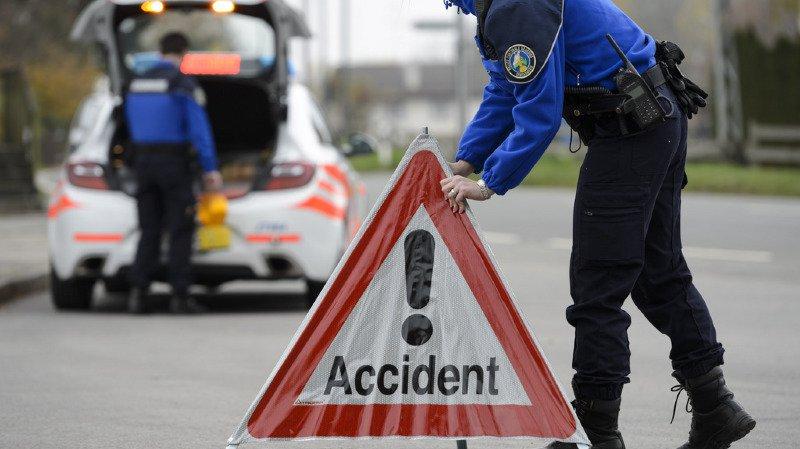 Le drame a eu lieu peu avant 19 heures. La route a été fermée durant près de 3 heures.