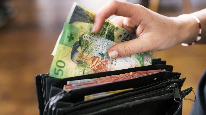 Chaussures, loyer, impôts, assurances...combien gagne et combien dépense en moyenne un ménage suisse?