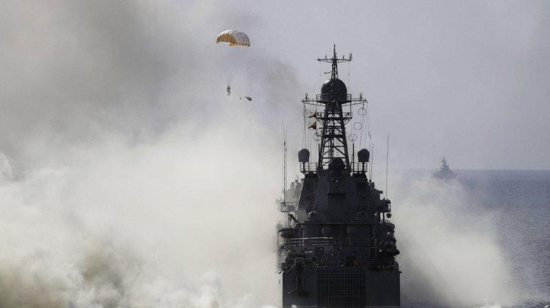 Trois navires militaires ukrainiens ont été capturés par la Russie.