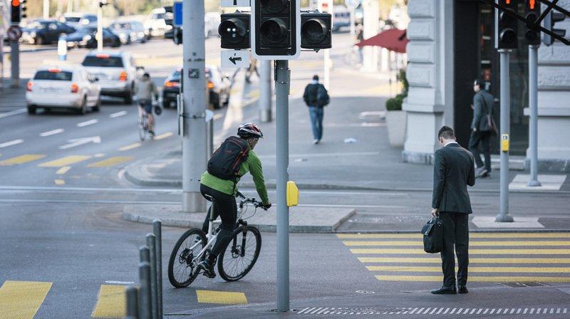 En juillet 2017 à Genève, un cycliste avait mortellement fauché un piéton qui rentrait de son travail. Le procès du cycliste a débuté ce vendredi. Il est jugé pour homicide par négligence (image d'illustration).