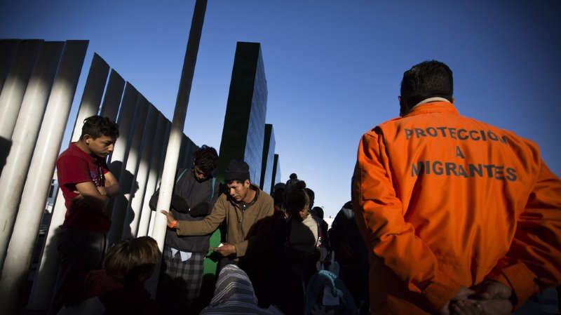 """Les 200 migrants du Salvador qui ont formé une nouvelle """"caravane"""" pour rejoindre les Etats-Unis risquent de se faire refouler à la frontière mexicaine."""