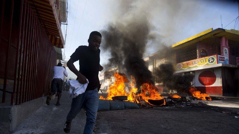 Plusieurs milliers de personnes dont une large majorité de jeunes ont manifesté dimanche dans les principales villes d'Haïti pour dénoncer la corruption.