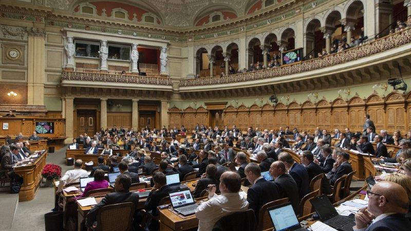 Les parlementaires ont demandé que les coupes se fassent dans plusieurs secteurs.