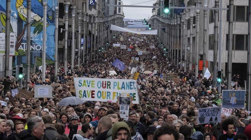 Bruxelles: des milliers de manifestants appellent le gouvernement à respecter l'Accord de Paris