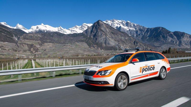 La police cantonale va être plus présente sur l'autoroute ces prochaines semaines, mais aussi sur Twitter.
