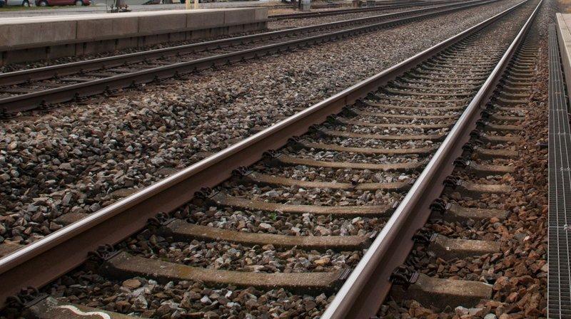 Oron: ivre, elle s'engage par erreur sur une voie ferrée