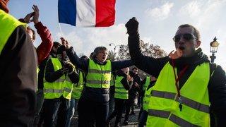 """""""Gilets jaunes"""": 16 policiers blessés à La Réunion"""