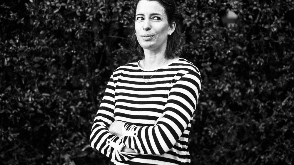 Ici dans le jardin de son enfance à Chavannes-des-Bois, Stéphanie Vidonne a sorti deux livres à compte d'auteur. Qu'elle a écoulés à plus de 1000 exemplaires.