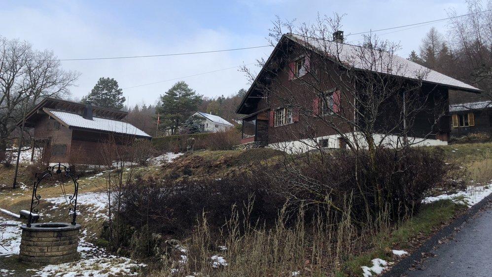 Les chalets sont devenus propriété de la commune de Genolier en 2016. Depuis, elle essaie de les revendre.