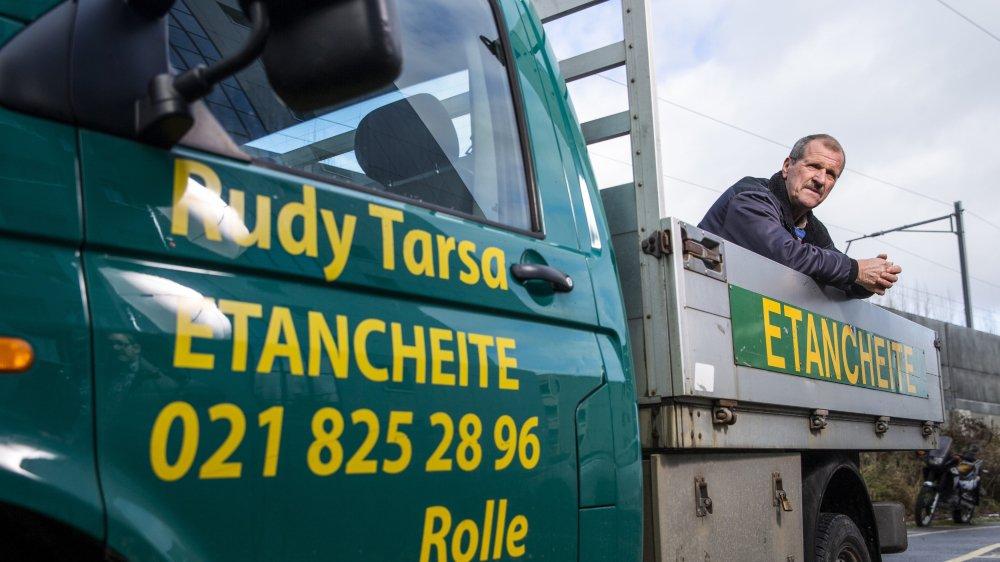 Après 50 ans à rendre les toits étanches, Rudy Tarsa s'est séparé jeudi de sa fidèle camionnette qui affichait 230000 kilomètres au compteur après 12 ans de service.