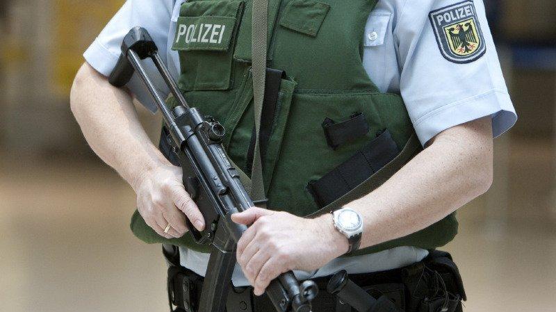 Allemagne: cinq policiers accusés d'avoir formé une cellule d'extrême droite