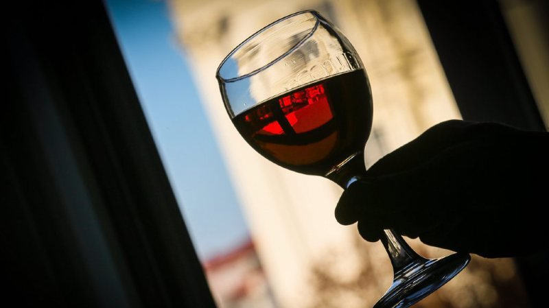 Seuls les diplômés masculins ont eu droit à du vin.