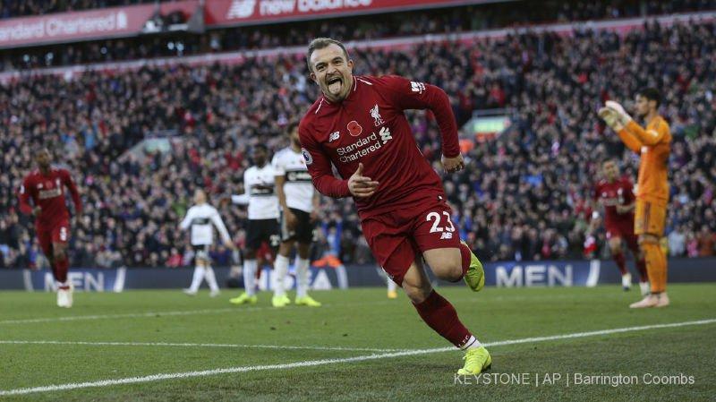 Football - Angleterre: Shaqiri marque, Liverpool gagne et reste à deux points du leader City