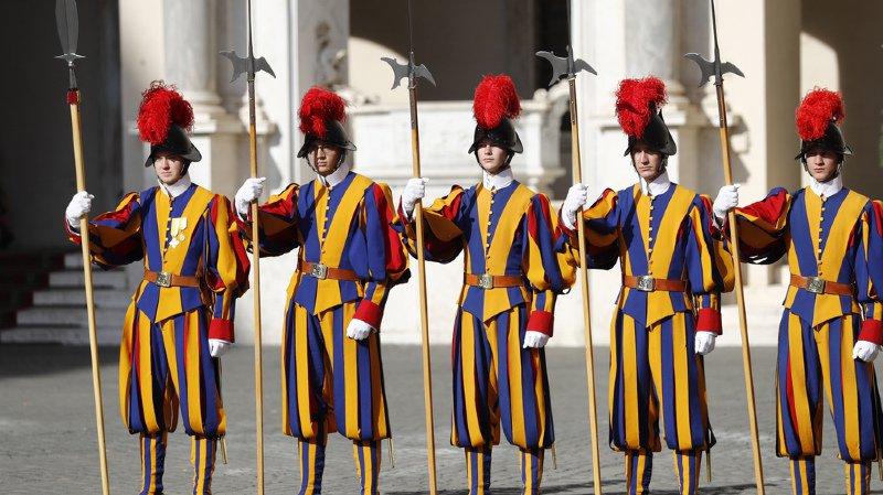 Les gardes suisses du pape envoient leur voeux de Noël en vidéo