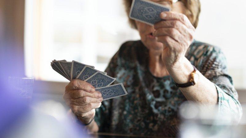 L'âgisme, la discrimination des personnes âgées, est plus répandu en Suisse que le sexisme ou le racisme