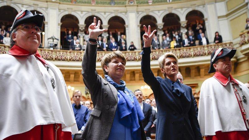 La presse est unanime et salue l'arrivée de deux femmes, Karin Keller-Sutter, à droite, et Viola Amherd au gouvernement.