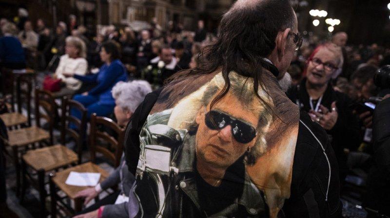 Musique: un an après, les fans de Johnny lui rendent hommage à Paris