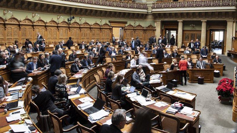 Le Tribunal fédéral continuera d'avoir son mot à dire sur les systèmes électoraux cantonaux. Le Conseil national a enterré vendredi par 103 voix contre 90 le projet d'article constitutionnel visant à laisser plus de latitude aux cantons.