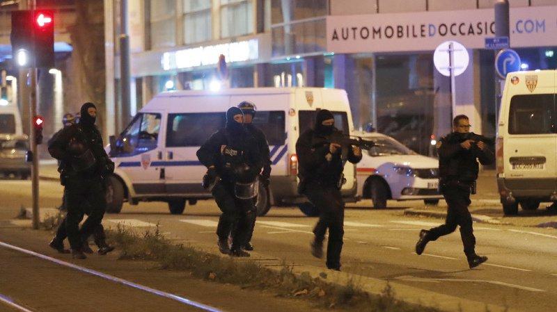Deux nouvelles personnes ont été placées en garde à vue, à Strasbourg, dans la nuit de jeudi à vendredi. Il s'agit de proches de Cherif C.