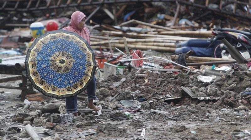 Indonésie: la population sous le choc après le tsunami qui a fait au moins 373 morts