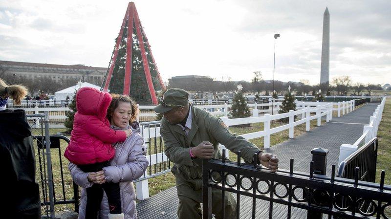 """Etats-Unis: troisième jour de """"shutdown"""", pas de sapin de Noël à Washington"""