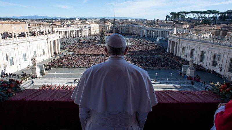 """Religion: le pape François livre la traditionnelle bénédiction """"Urbi et orbi"""""""