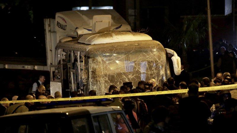 Egypte: une explosion dans un car de touristes près des pyramides fait au moins trois morts