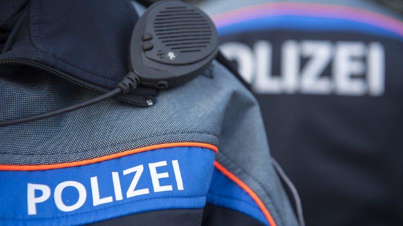 Une patrouille de police a voulu contrôler le véhicule portant plaques zurichoises et ses trois occupants, mais le conducteur a pris la fuite à haute vitesse.
