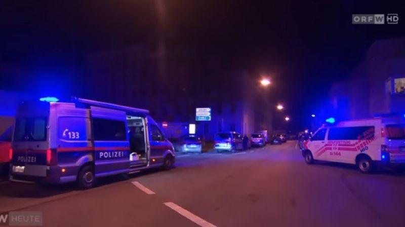 La police a déclenché une vaste opération de recherche pour retrouver les deux suspects.
