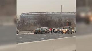 Etats-Unis: des billets tombent du ciel sur une autoroute, les automobilistes se servent