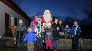 Saint-Cergue: le père Noël a quitté son traineau le temps de prendre le train entre La Cure et Saint-Cergue
