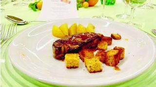 Foie gras poêlé au vinaigre de coing et yuzu